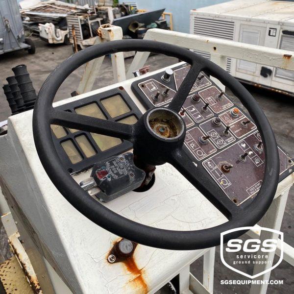Commander 15 FMC Cargo Loader 4777